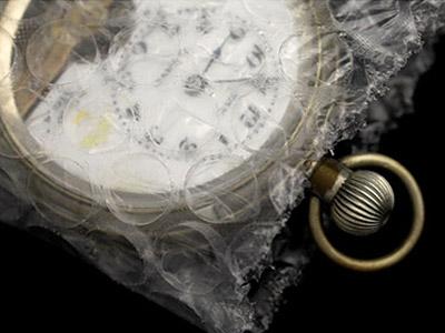 プチプチを巻いた懐中時計