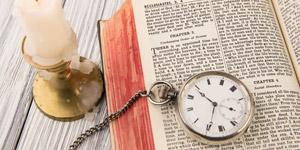 懐中時計と洋書